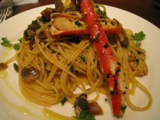 たらば蟹とマッシュルームのソース和えスパゲティー