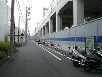 武蔵小杉-元住吉駅間にある関東労災病院裏の無料駐輪場。遠い。