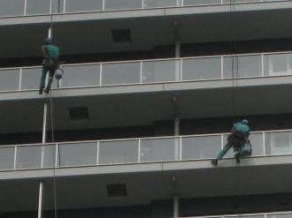 シティハウス武蔵小杉の窓掃除(拡大)