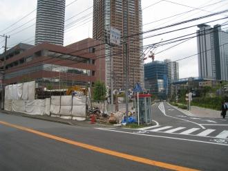 都市計画道路 武蔵小杉駅南口線とのT字路