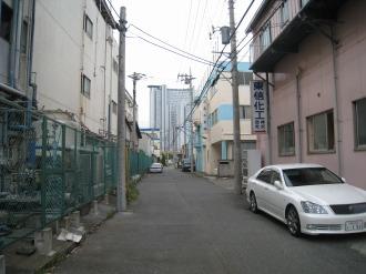 ケーヒン川崎工場(左)とその他の工場群(右)