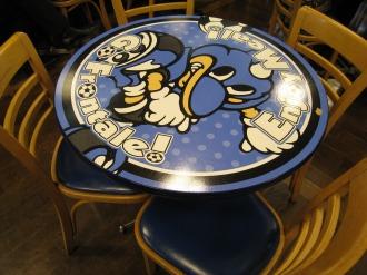 フロンターレ仕様のテーブル