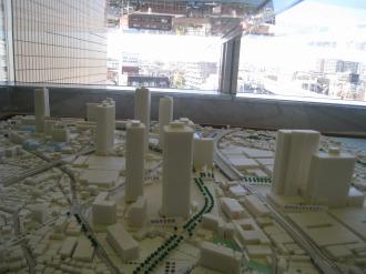 南から見た再開発模型