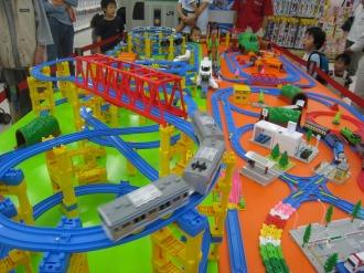 おもちゃ売り場のプラレール