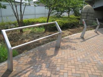 丸子橋公園のベンチと・・・