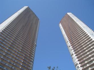 ミッドスカイタワーとステーションフォレストタワー