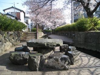 渋川のテーブルと椅子
