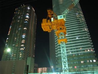 (仮称)武蔵小杉新駅前ビル建設工事現場のクレーン
