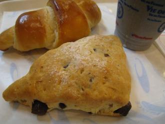 ヴィ・ド・フランスのパンと黒ごまバナナジュース